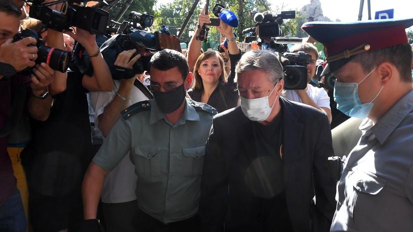 «Признал вину, потому что с похмелья был нервным»: что говорил Ефремов на заседании по делу о смертельном ДТП