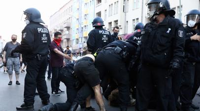 Власти ФРГ оценили протесты против коронавирусных ограничений