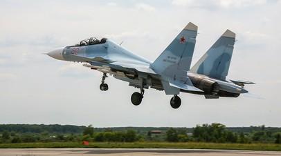 Взлёт истребителя Су-30СМ на аэродроме оперативно-тактической авиации ЗВО в Курской области