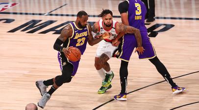Дабл-дабл Джеймса помог «Лейкерс» обыграть «Портленд» в матче плей-офф НБА