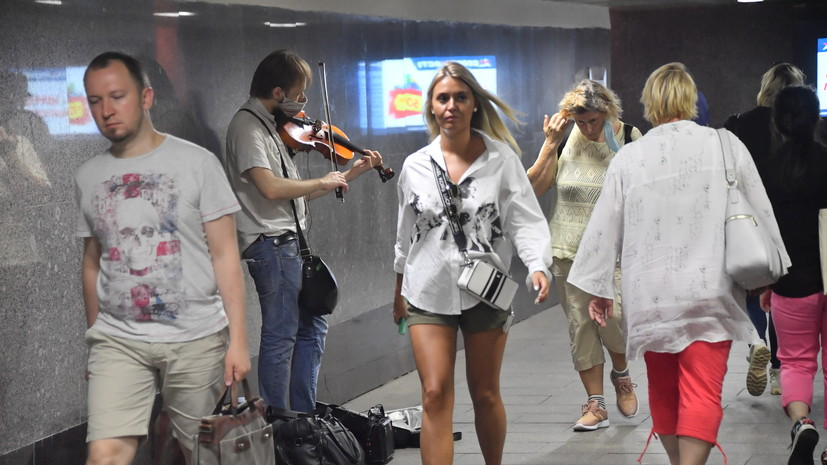 В метро Москвы возобновили выступления музыкантов