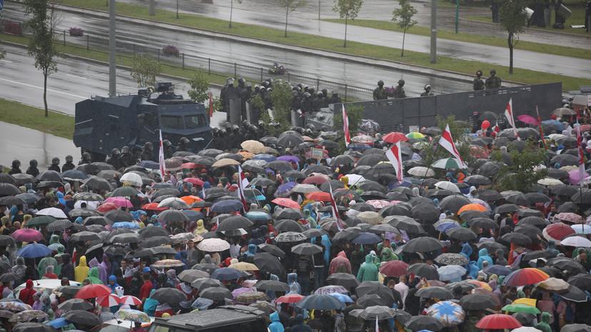 У Дворца независимости в Минске распылили перцовый газ