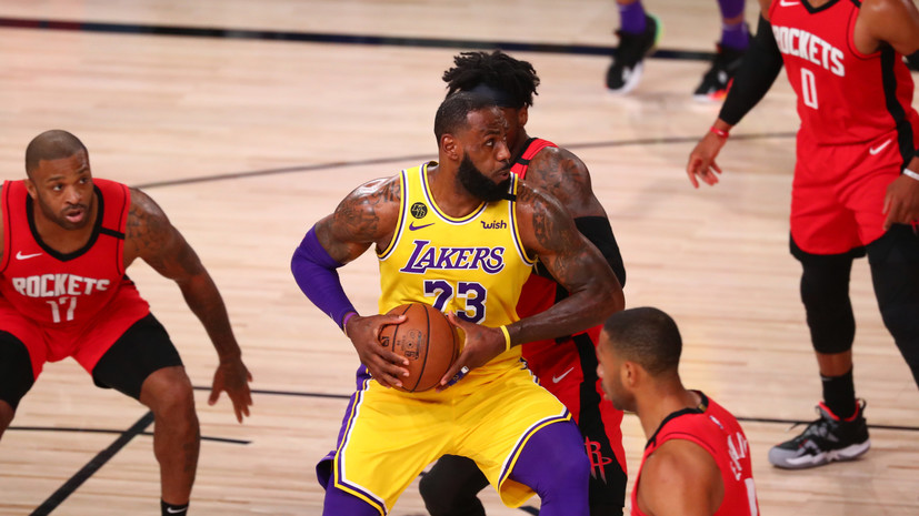Дабл-даблы Джеймса и Дэвиса помогли «Лейкерс» обыграть «Хьюстон» в матче плей-офф НБА