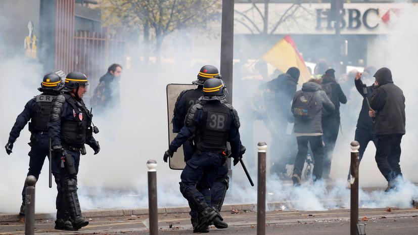 Полиция в Париже применила слезоточивый газ на протестах «жёлтых жилетов»