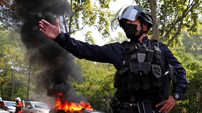 В Париже во время акции «жёлтых жилетов» задержано 200 человек