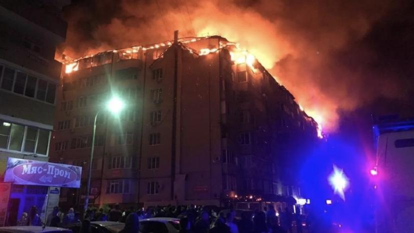 Площадь пожара в жилом доме в Краснодаре увеличилась