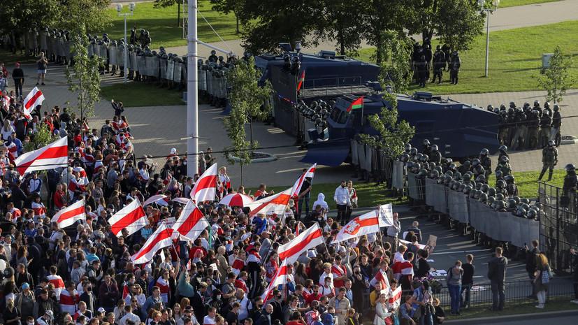 СМИ сообщили о строительстве протестующими баррикад в Минске