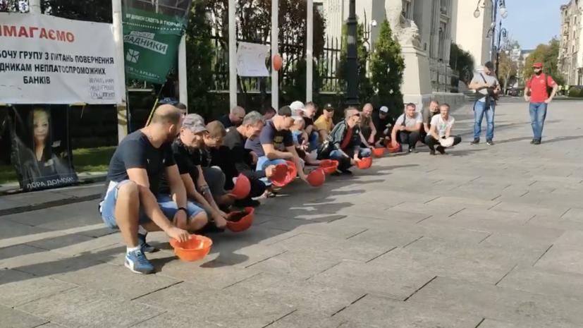 В Киеве проходит митинг в поддержку протестующих под землёй шахтёров