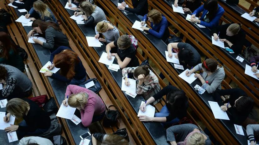 """Депутат назвал большинство студентов """"лодырями"""" и """"пожирателями кредитов"""""""