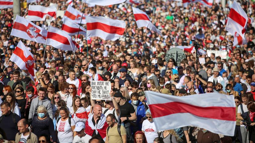 У Комаровского рынка в Минске начался марш оппозиции