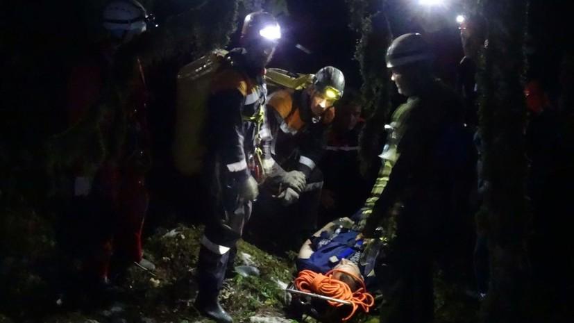 В Сочи турист упал со скалы в каньон реки