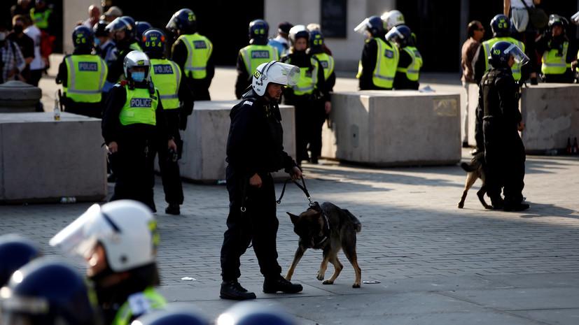Несколько полицейских получили ранения в ходе протестов в Лондоне