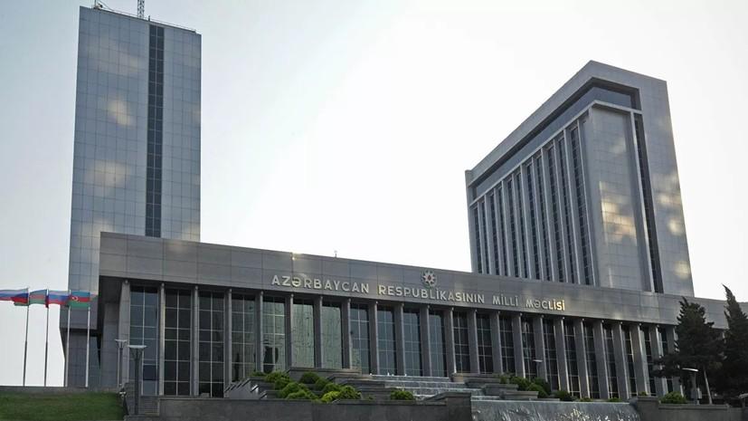 Парламент Азербайджана решил ввести военное положение в ряде регионов