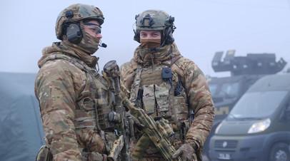 Украинские силовики у линии соприкосновения
