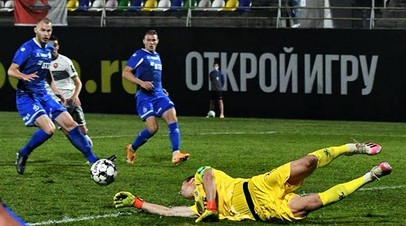 Футболисты «Динамо» в матче квалификации Лиги Европы с тбилисским «Локомотивом»