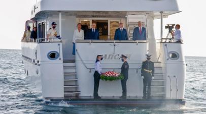 Колокольцев возложил венок и живые цветы на воду в Севастополе в память о милиционерах — защитниках города