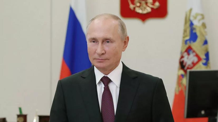 Путин призвал студентов старших курсов устраиваться на работу в школы