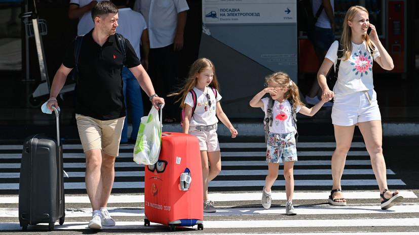 Попова не рекомендовала отдыхать с детьми на юге из-за COVID-19