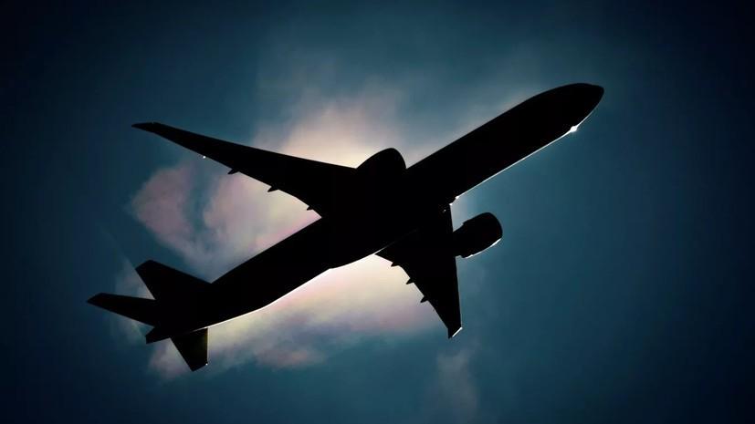 Летевший в Омск пассажирский самолёт вынужденно сел в Екатеринбурге