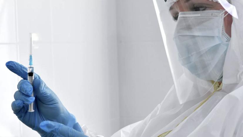 В Приморье начали прививать работающих с больными коронавирусом врачей