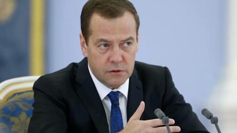 Медведев заявил о борьбе НАТО с Россией в Арктике