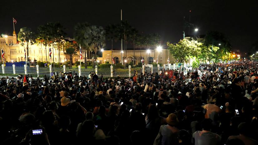 В Бангкоке протестующие требуют отставки премьера