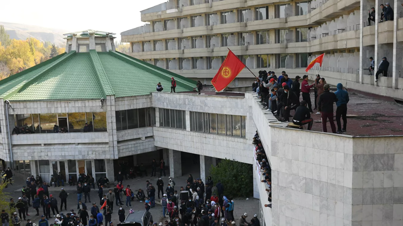 Полномочия президента Киргизии перейдут спикеру парламента