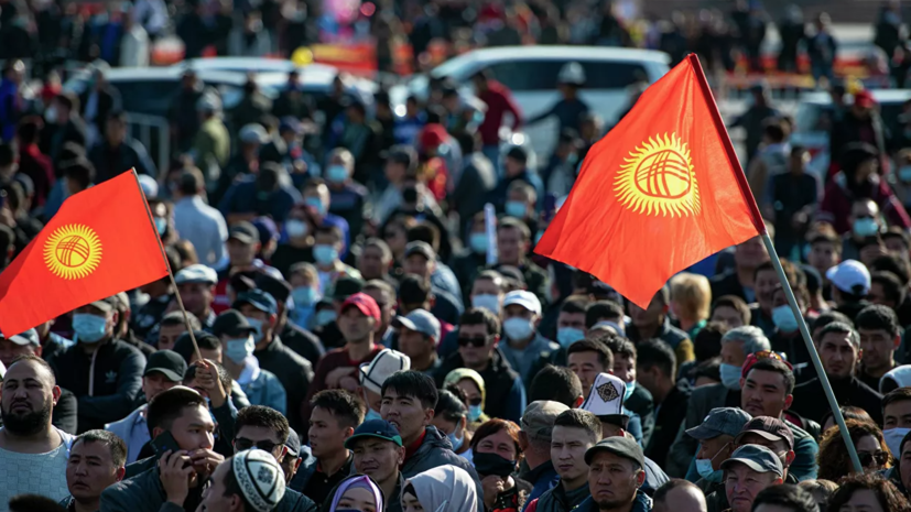 Жапаров назвал мирным процесс передачи власти в Киргизии