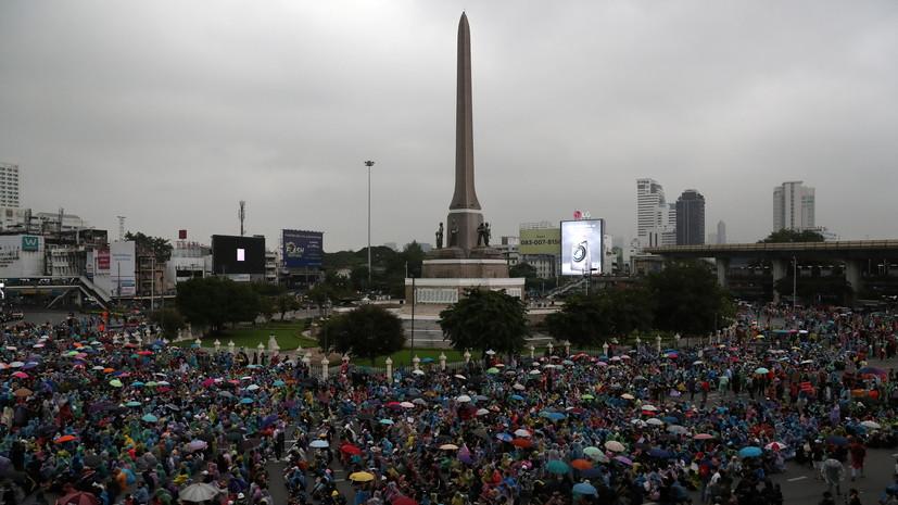 В Бангкоке демонстранты устроили акции протеста в нескольких районах