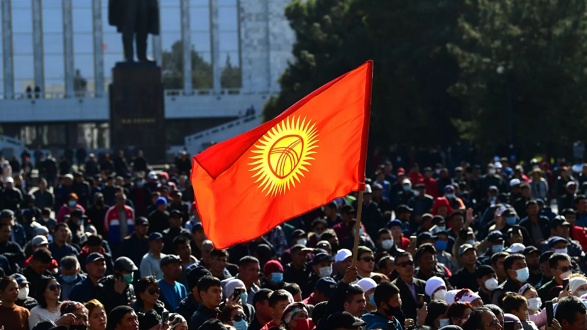 Парламент Киргизии одобрил снижение порога для партий на выборах до 3%