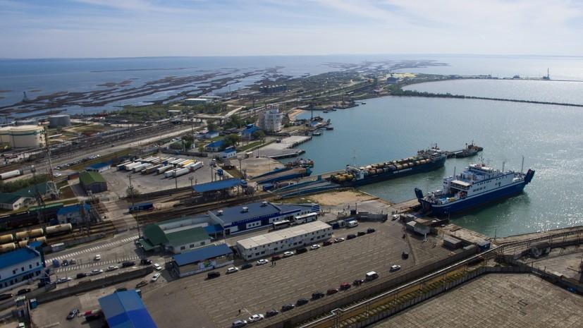Повреждённый взрывом в Азовском море танкер отбуксировали на стоянку