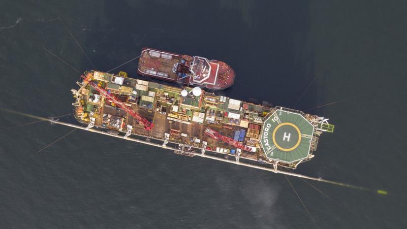 Способное достроить «Северный поток — 2» судно направилось в порт Мукран