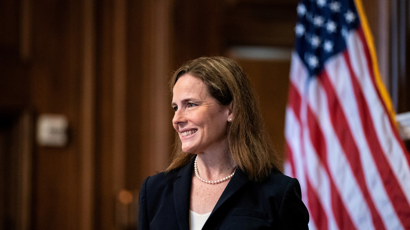 Сенат утвердил Барретт на должность члена Верховного суда США