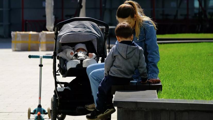 Путин продлил автоматическое начисление выплат на детей до 1 марта