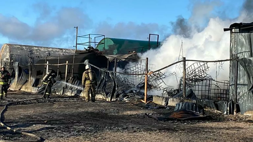 В Ленинградской области произошёл пожар в ангарах с растворителями