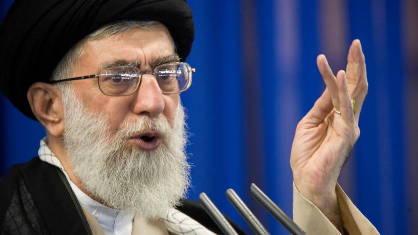 Хаменеи осудил позицию Макрона по карикатурам на пророка Мухаммеда