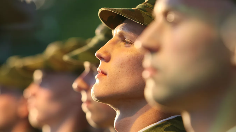 Около 200 призывников из Крыма пройдут службу в других регионах России