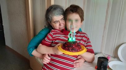«В силу состояния здоровья»: в Петербурге мать-одиночку с инвалидностью по зрению хотят лишить родительских прав
