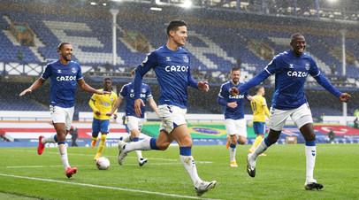 Футболисты «Эвертона» радуются победе