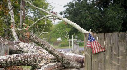 Более 400 тысяч жителей США остались без электричества из-за урагана