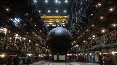 Дизель-электрическая подводная лодка проекта 636.3 «Волхов» перед спуском на воду