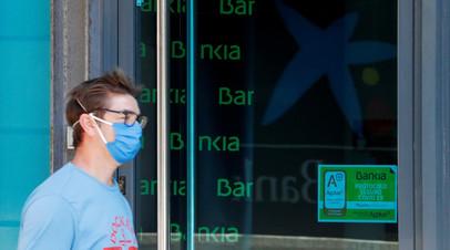 В Барселоне проходят акции протеста из-за пандемии