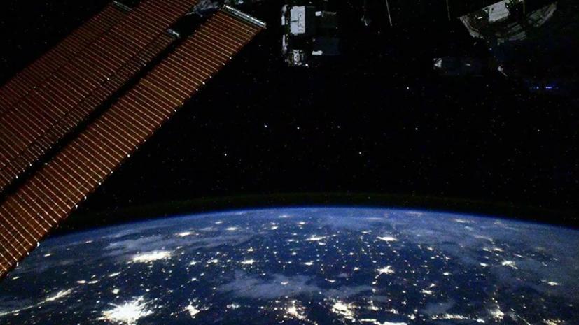 «Роскосмос» сообщил об утверждении экипажей МКС-65
