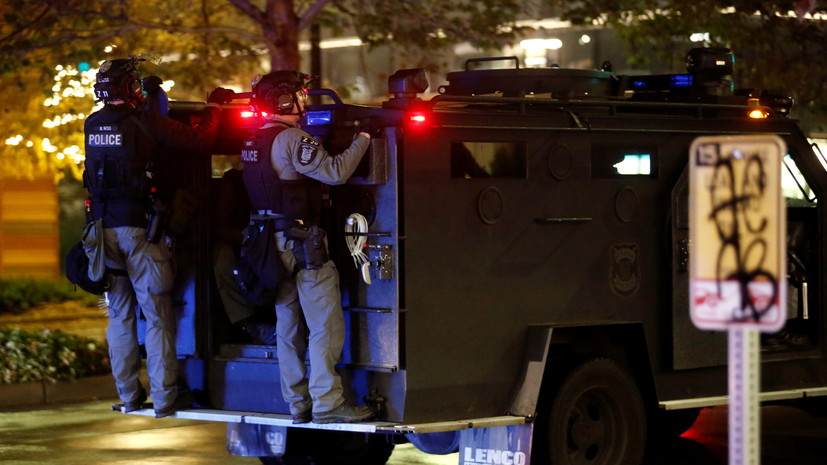 При нападении с ножом у Белого дома пострадали четыре человека