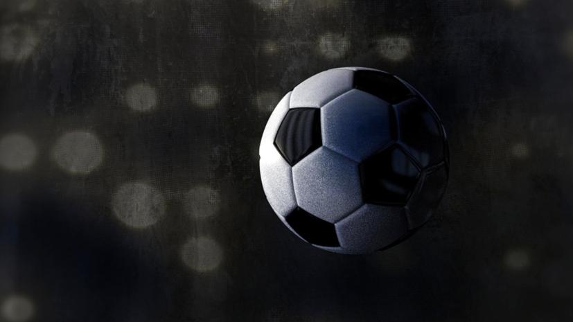 Во время матча ПФЛ футболист выбил мяч в море