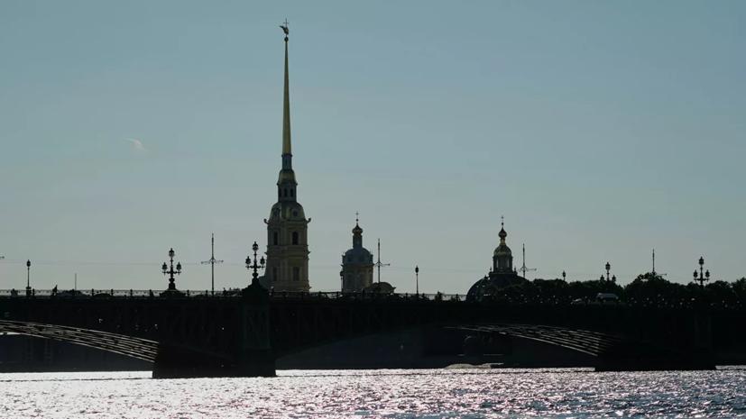 В Петербурге прошло городское световое шоу «Чудо света»