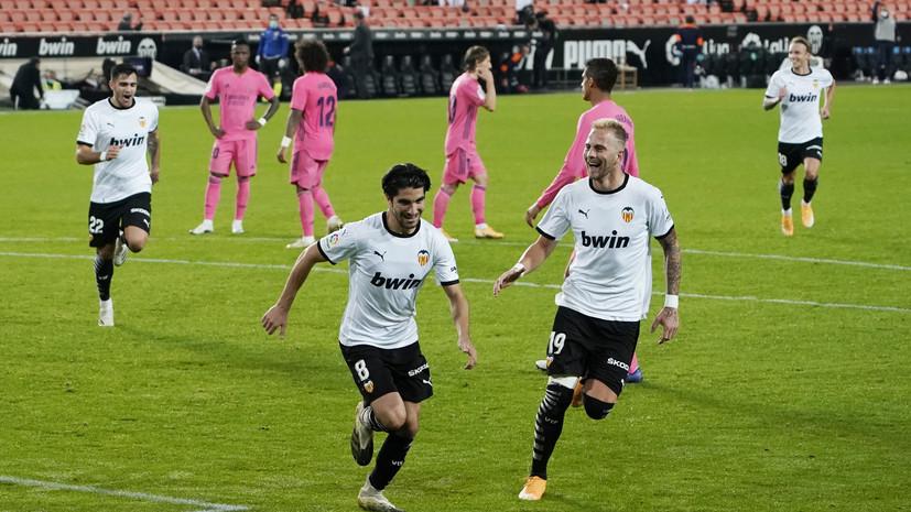 Солер оформил хет-трик с пенальти в победном матче «Валенсии» с «Реалом»