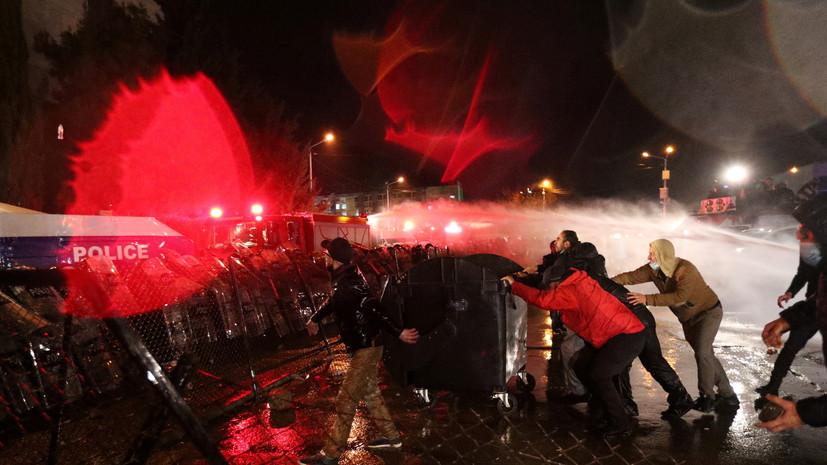 Более 20 человек пострадали в ходе протестов у здания ЦИК в Тбилиси