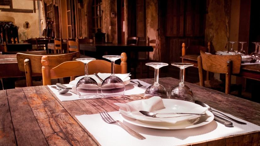 Власти Москвы оценили возможность полного закрытия ресторанов из-за COVID-19