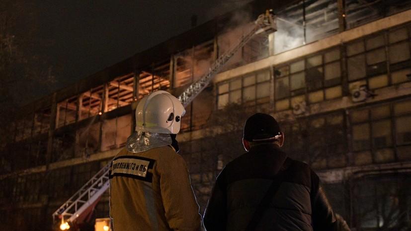 В Петербурге ликвидировали открытое горение в производственном здании